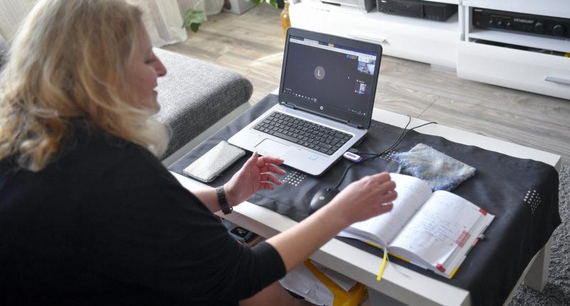 digital-education-home-hungary-teacher