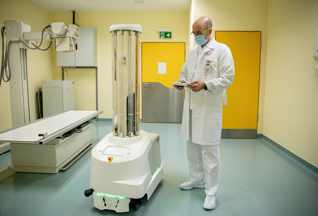 Hungary's first autonomous UV Disinfection Robot arrived at Semmelweis University