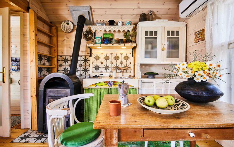 Faház Treehouse Konyha Kitchen és Nappali and Living Room