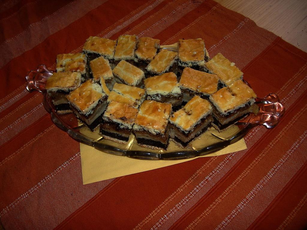 Flódni Hungary food dessert