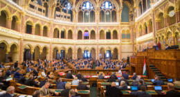 Hungarian-parliament-vote