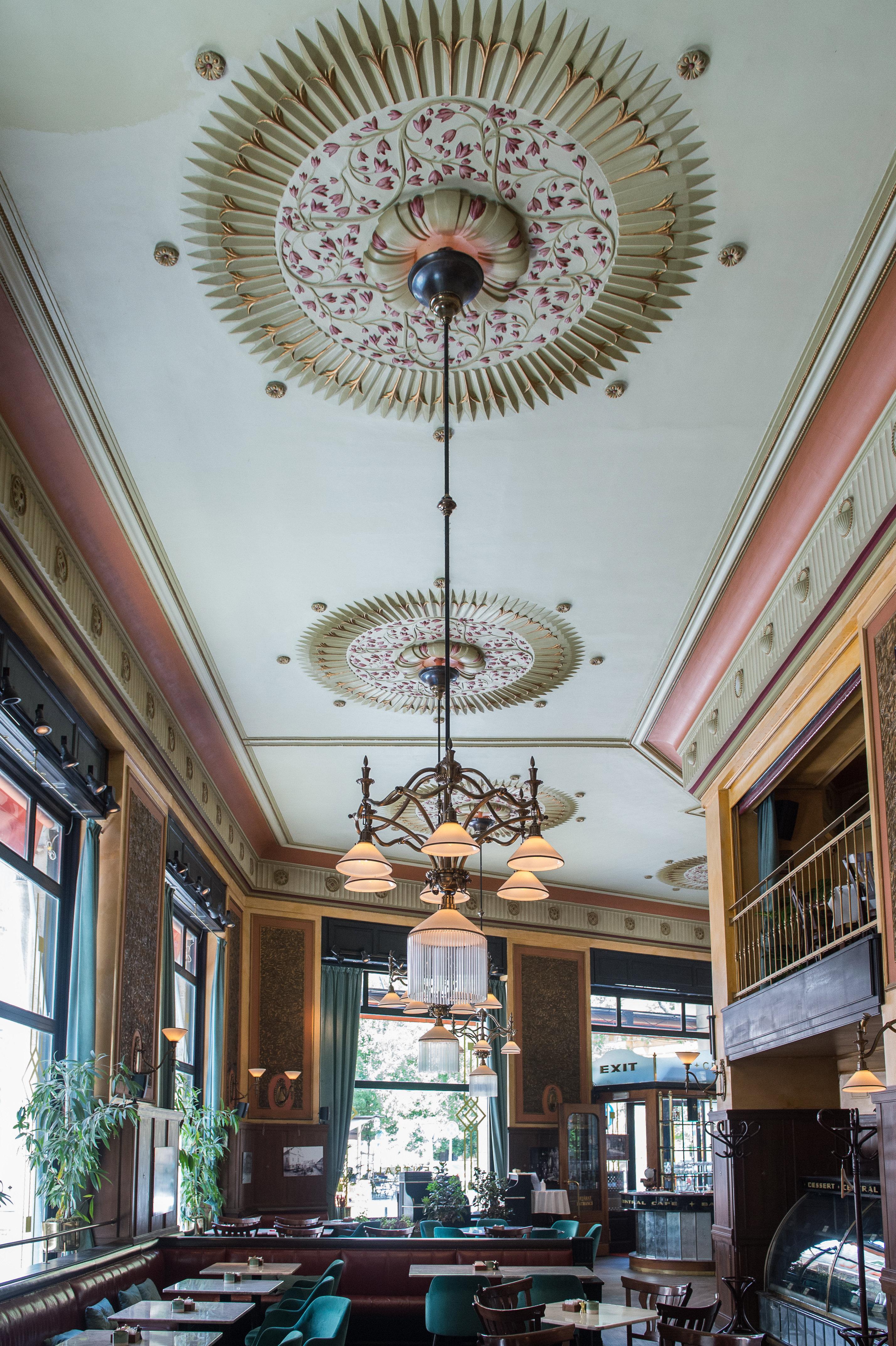 Történelmi kávéházak-Centrál Kávéház