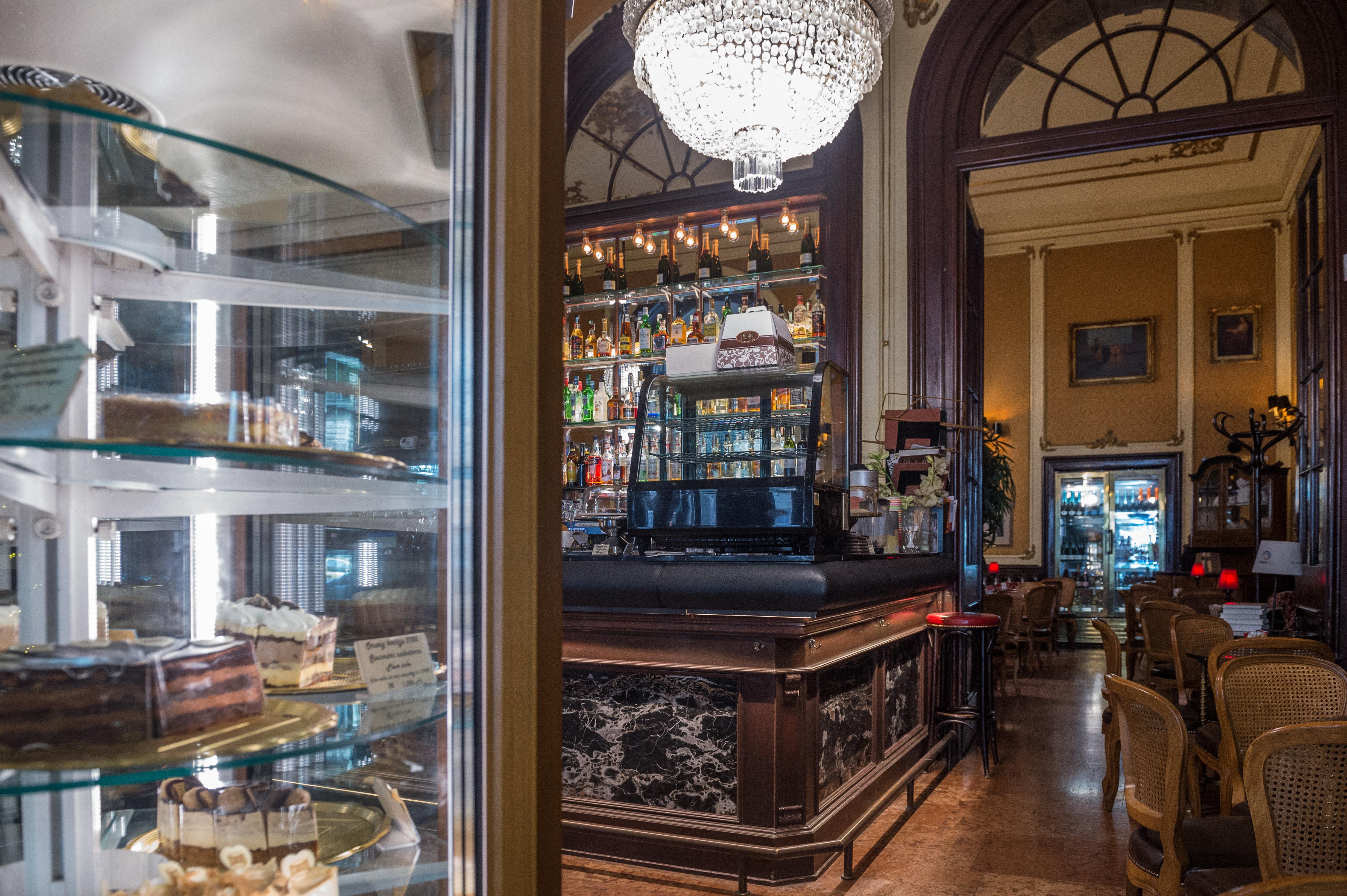 Történelmi kávéházak-Művész Kávéház