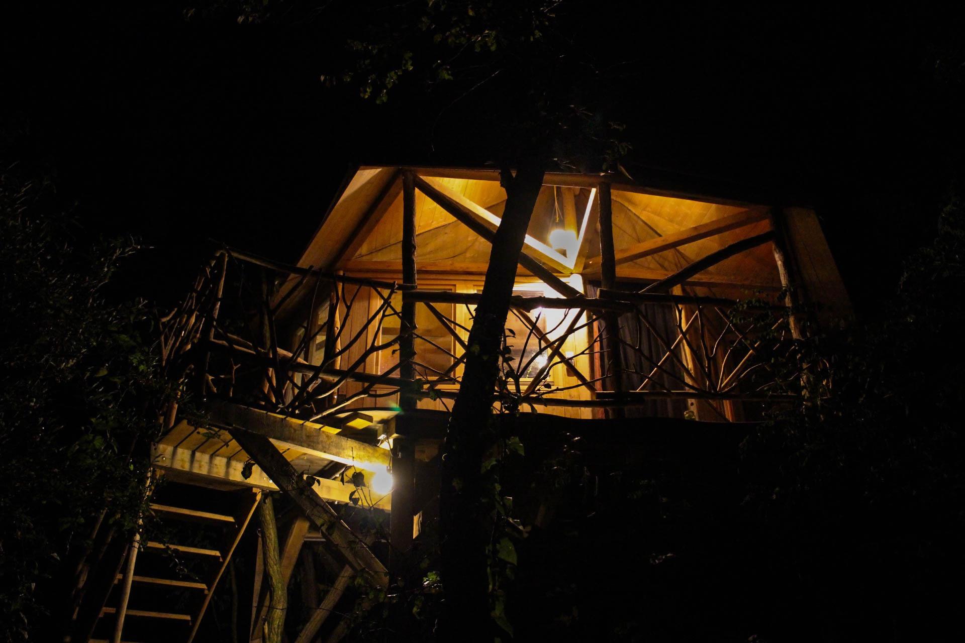 Hunza Ecolounge Faház Treehouse Éjjel at Night