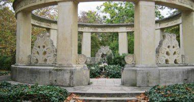 mór-jókai-síremléke-memorial