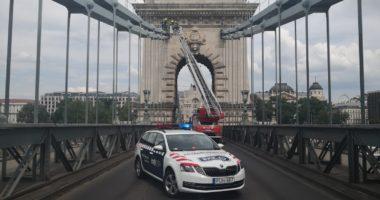 Budapest Chain Bridge police
