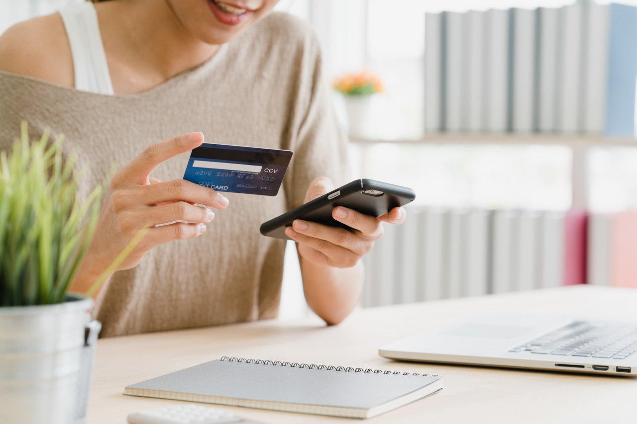 smartphone buying online shopping