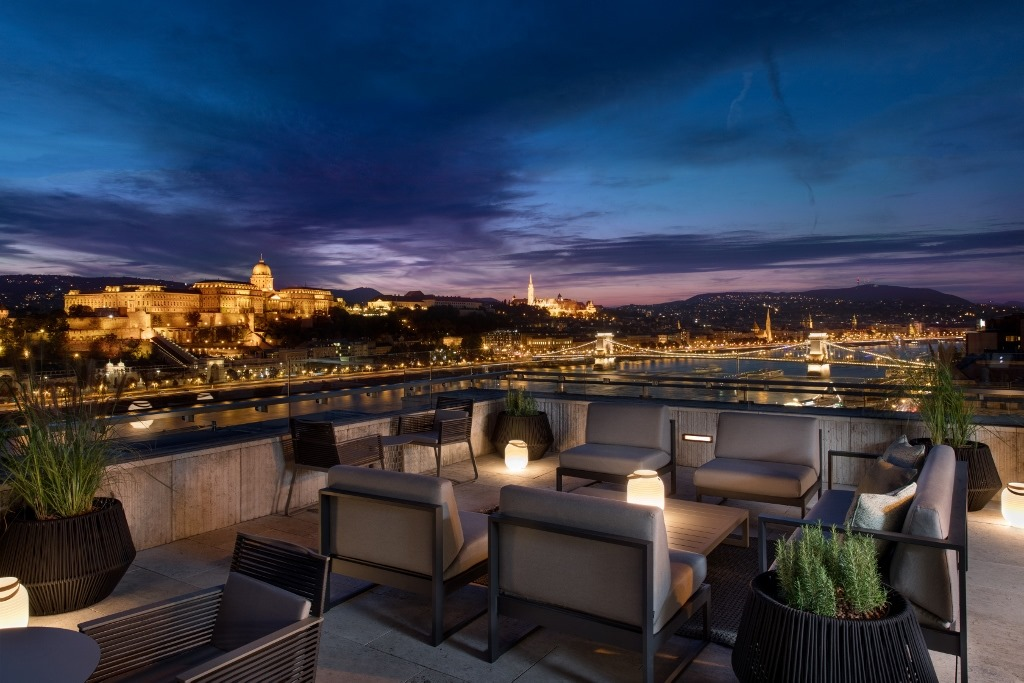 Budapest Marriott Hotel, Liz and Chain Bar, Hungary
