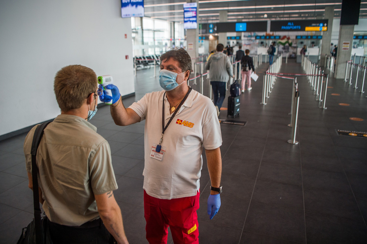 Hungary-coronavirus-border-airport