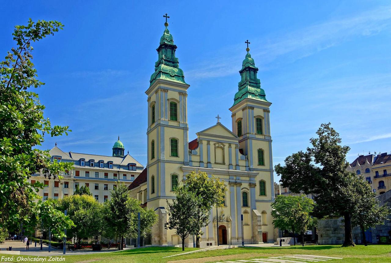 zoltan_okolicsányi_budapest_downtown_church