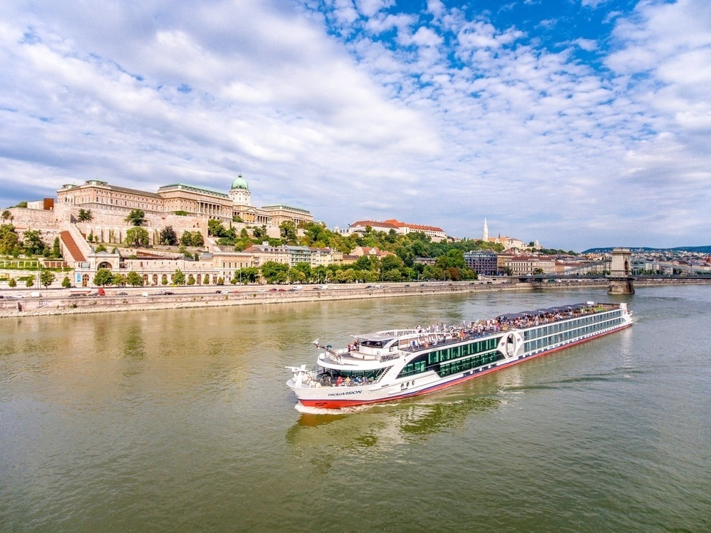 Danube cruise ship Budapest