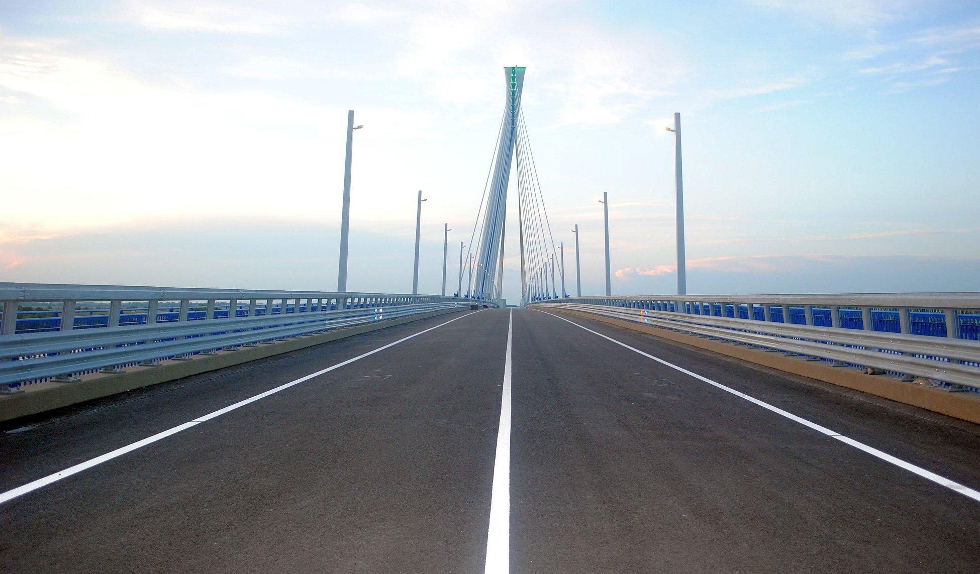Hungary, Komáromi Bridge