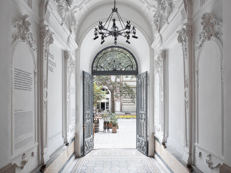 Mai Manó House Gate Floor