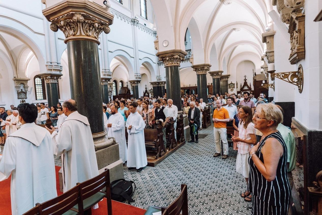 SACRED HEART JESUIT CHURCH Floor Tile Mass