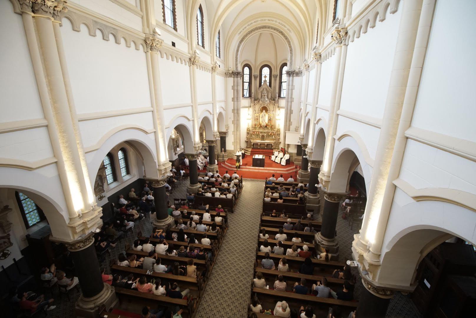 SACRED HEART JESUIT CHURCH Floor
