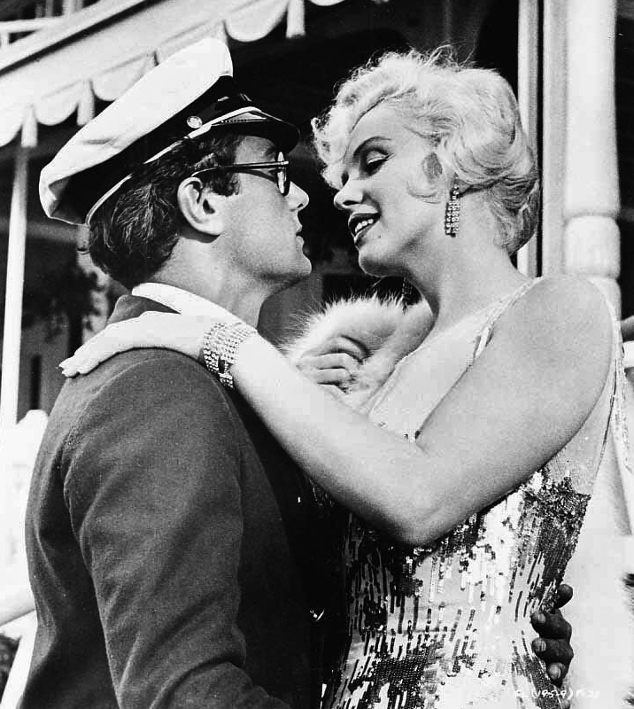 Tony Curtis and Monroe