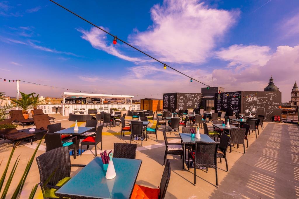 intermezzo rooftop bar budapest