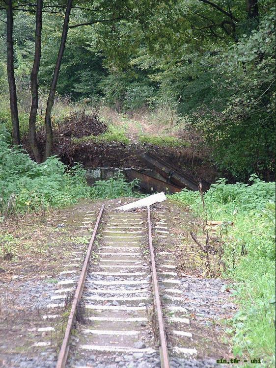 kemence train tracks bridge