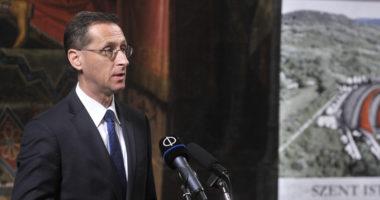 Hungarian-finance-minister-Varga