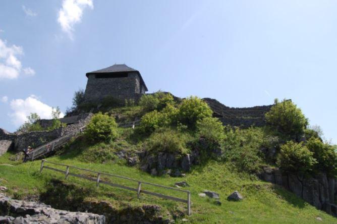 Salgó Castle