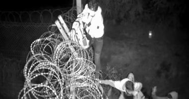 migrants Hungary border fence röszke