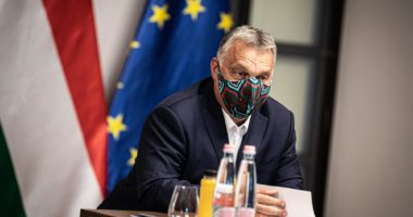orbán in mask