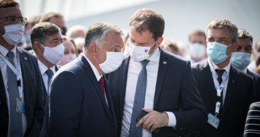 orbán in mask at inauguration