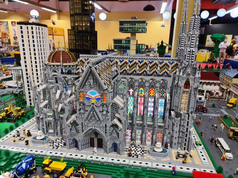 Lego-Basilica-Side