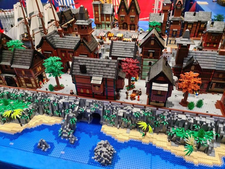 Lego-Coastal-Pirate-Town