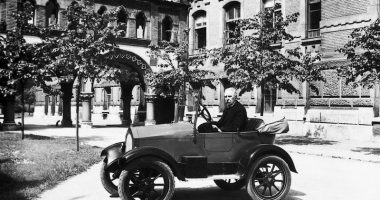 Csonka János with his designed car