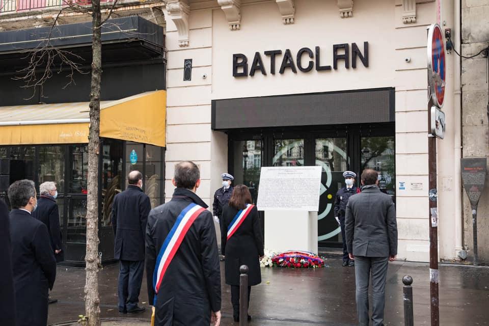 commémorant les attentats de Paris