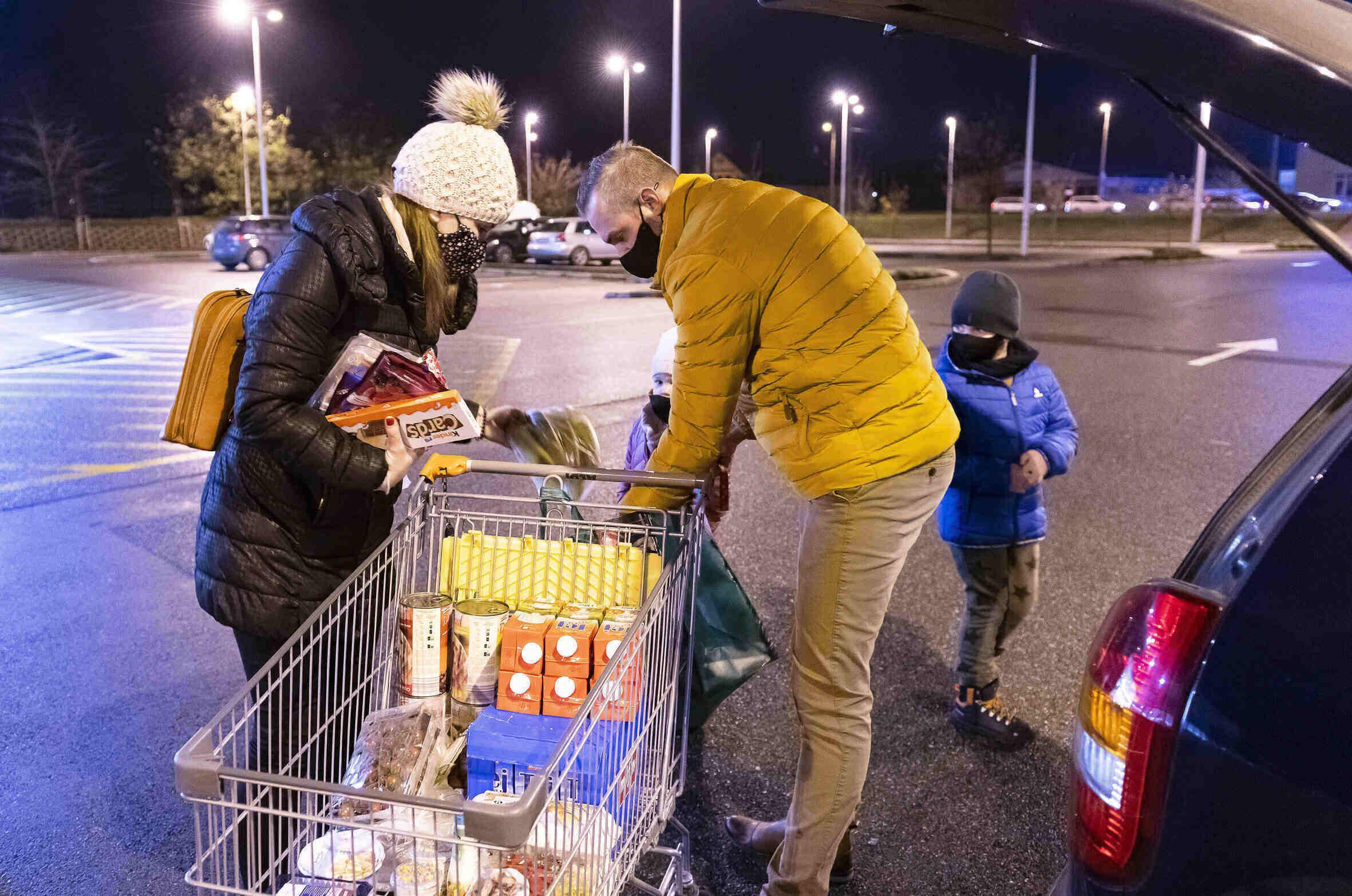 hungary family shopping