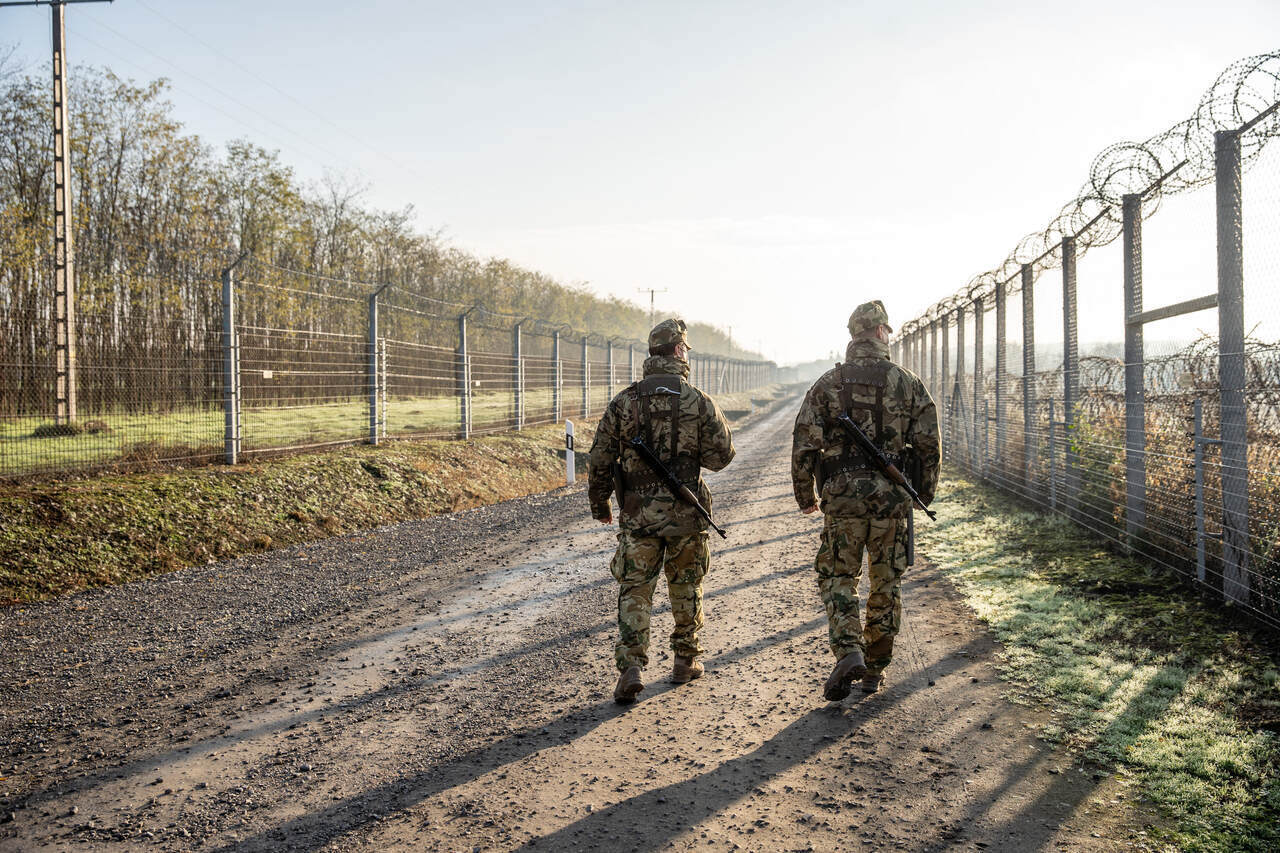 migration hungary border fence