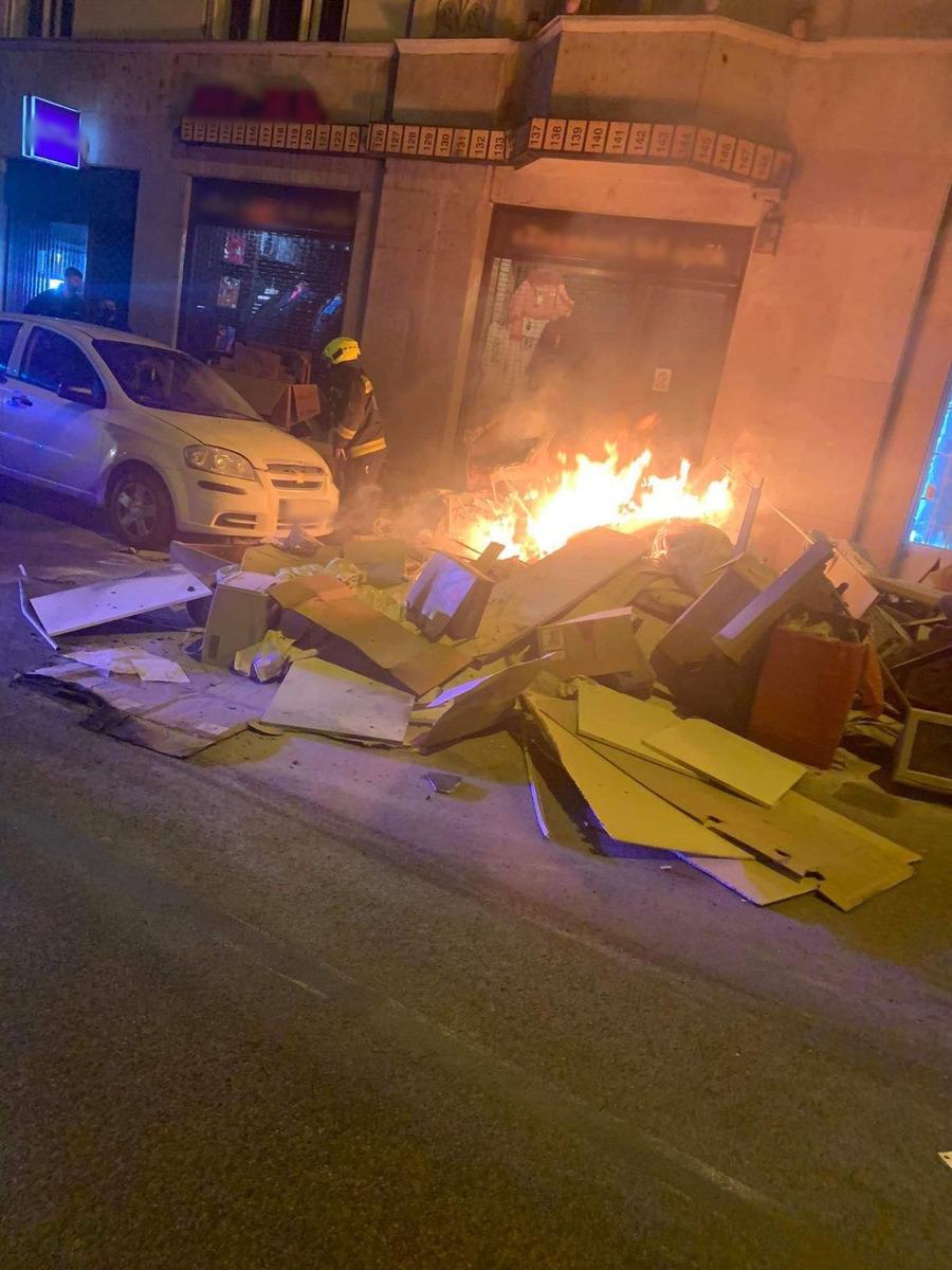 Fire Tűz Lomtalanítás Tűzoltók Firemen