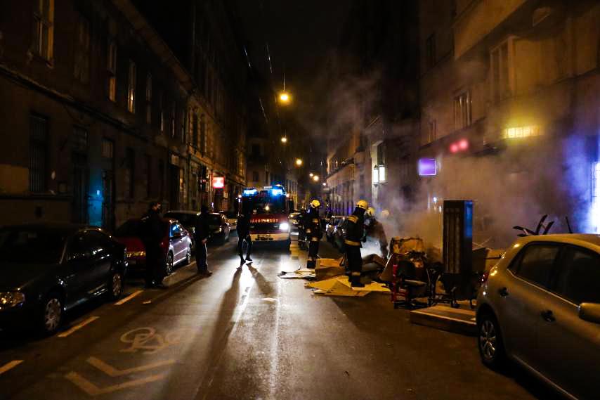 Scene Helyszín Fire Firemen Tűz Tűzoltók Lomtalanítás