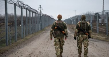 migration-fence-Hungary-soldiers