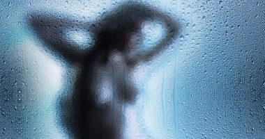 voyeur shower woman