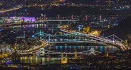 rsz_andras-kovacs-budapest bridge night unsplash
