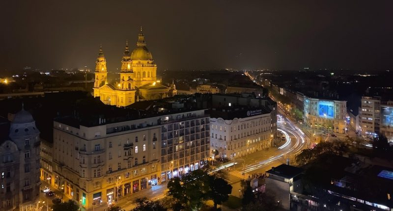 budapest_night_buildings_unsplash