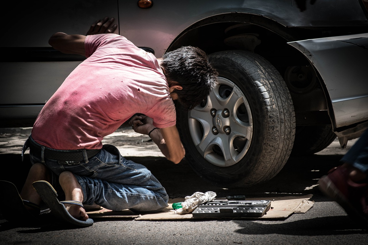 Car Autó Kocsi Mechanic Szerelő Illegal