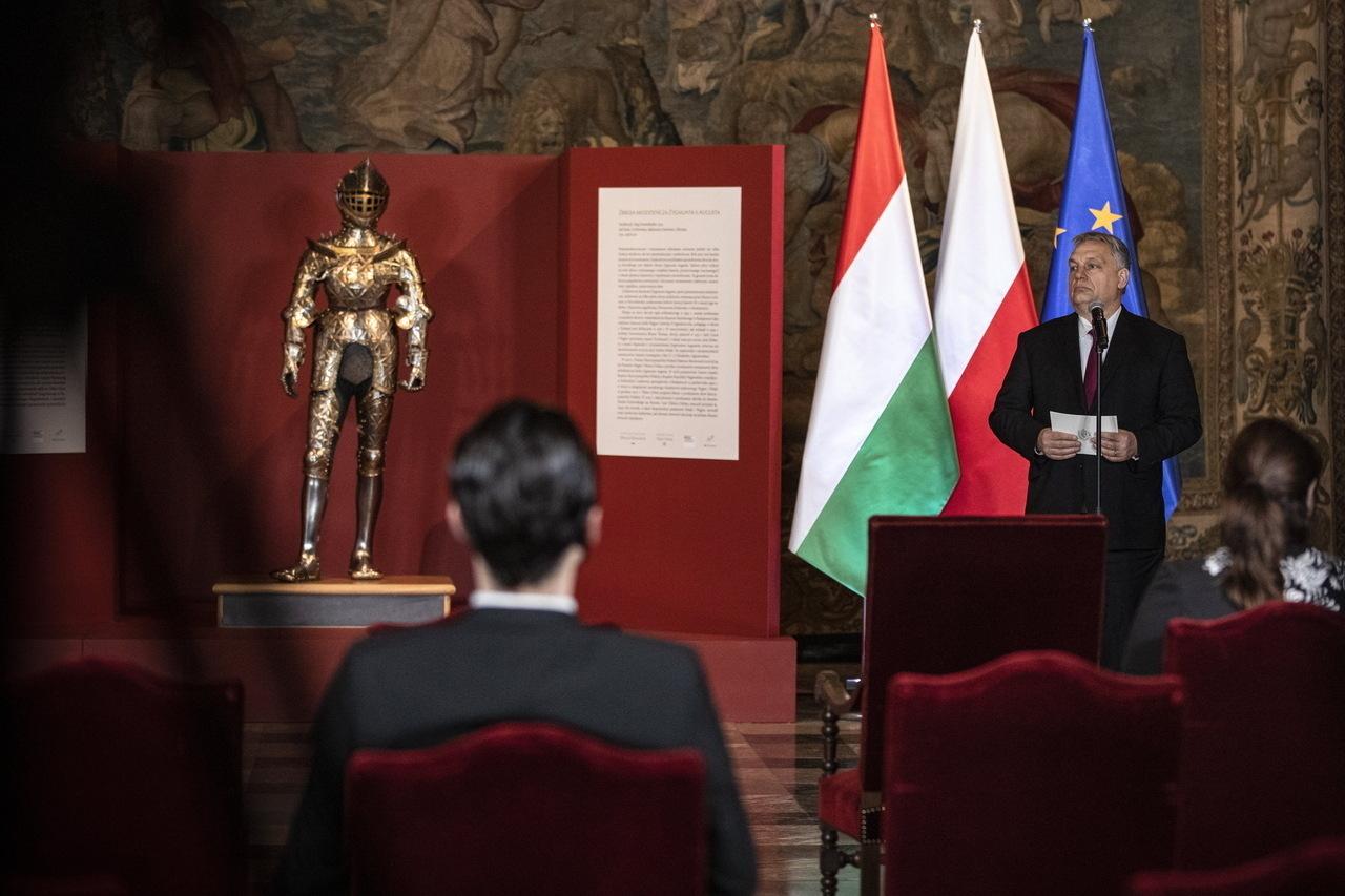 Hungary returns child armour of King Sigismund II Augustus to Poland