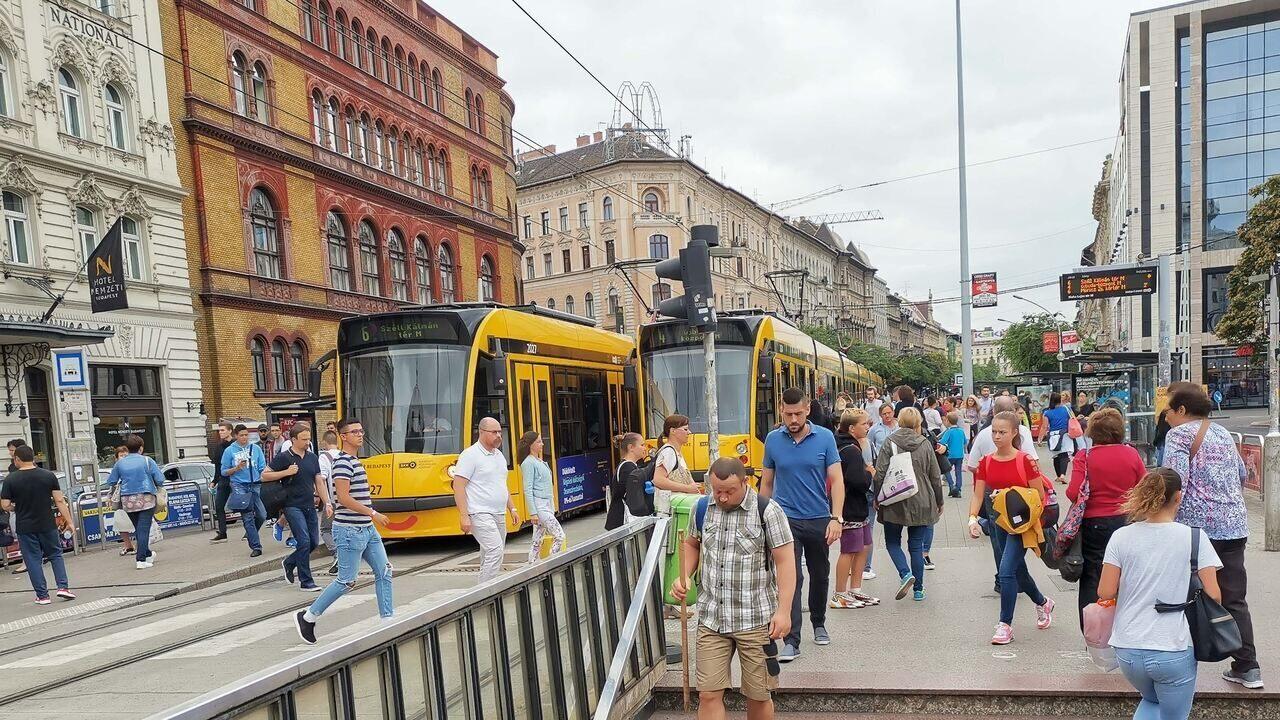 Tram Villamos Traffic Dugó Forgalom Budapest