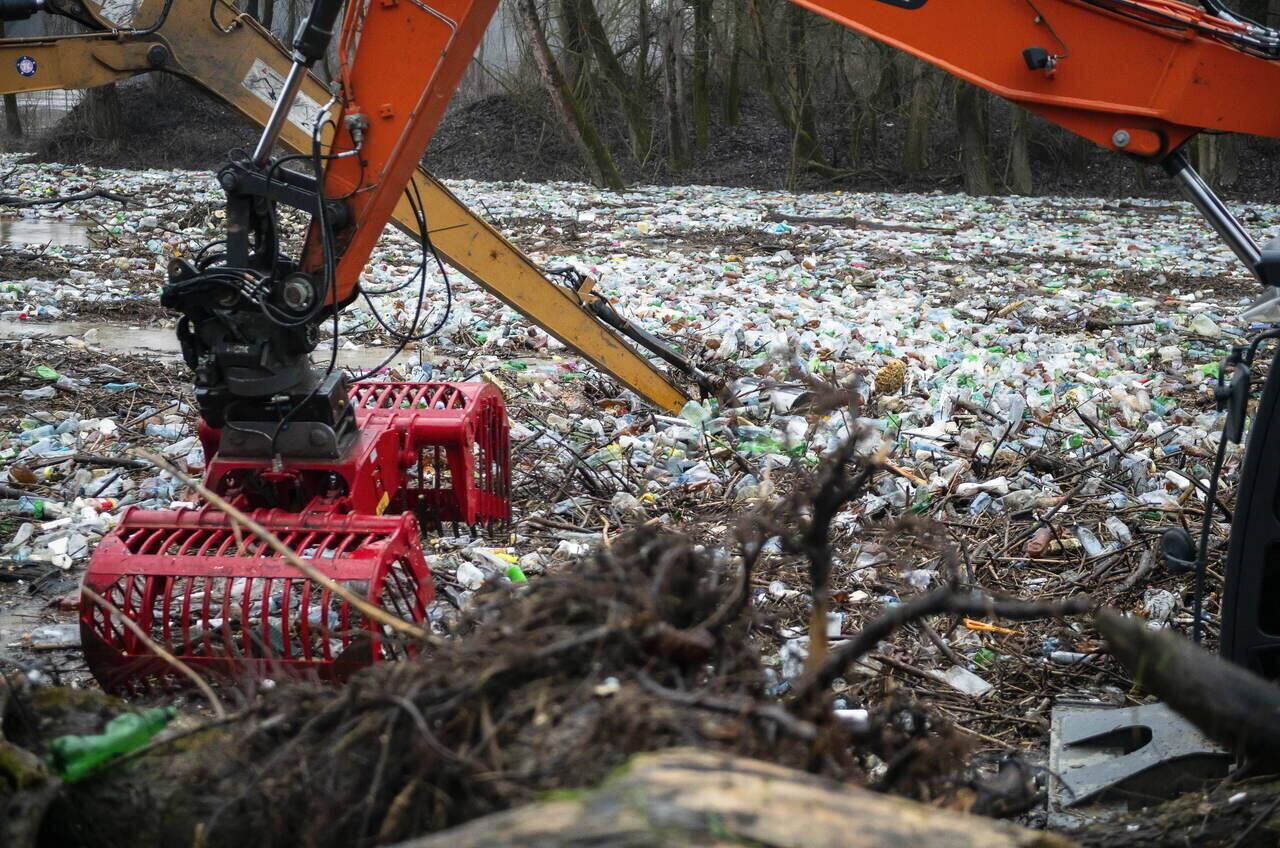 tisza-river-plastic-waste-hungary