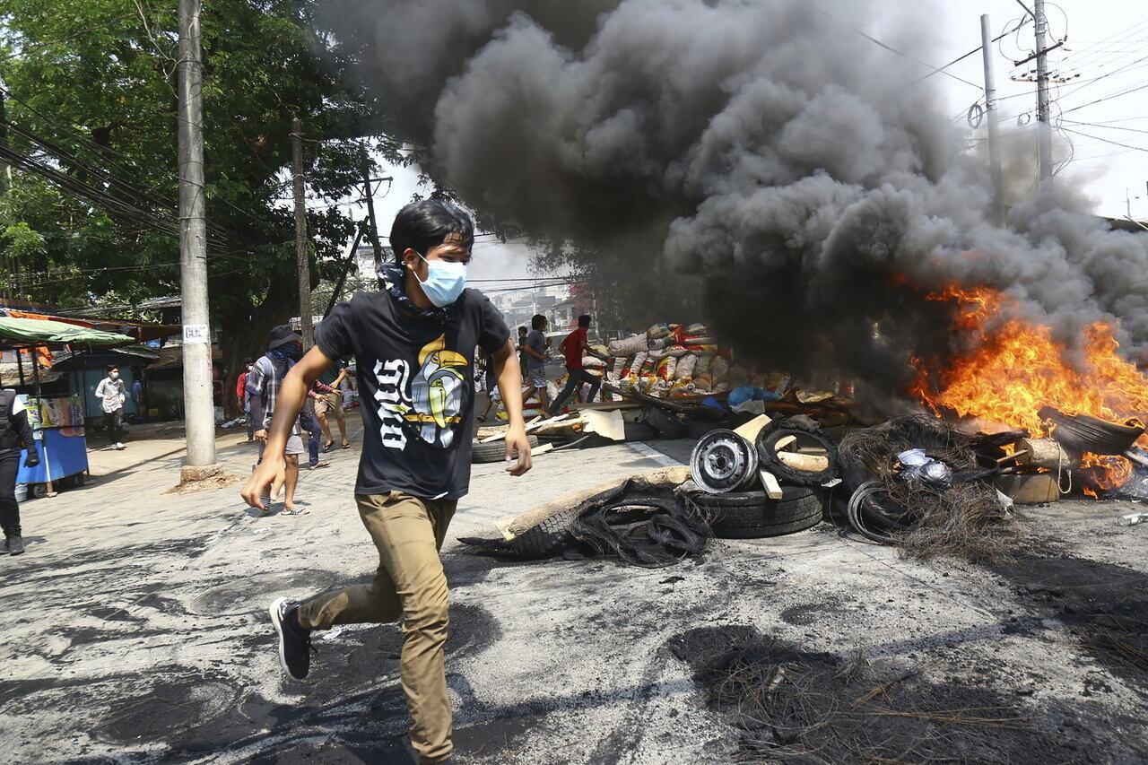 Myanmar Mianmar Riots Tüntetések Protests Fire Felgyújtott Flame