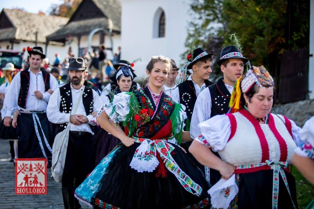 Locsolás Watering Hungarian Easter Tradition Magyar Húsvéti Szokás