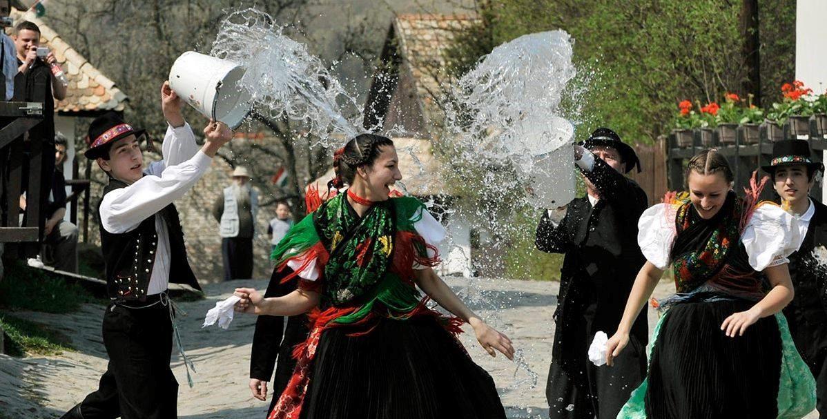 Locsolás Watering Hungarian Easter Tradition Magyar Húsvéti Szokások