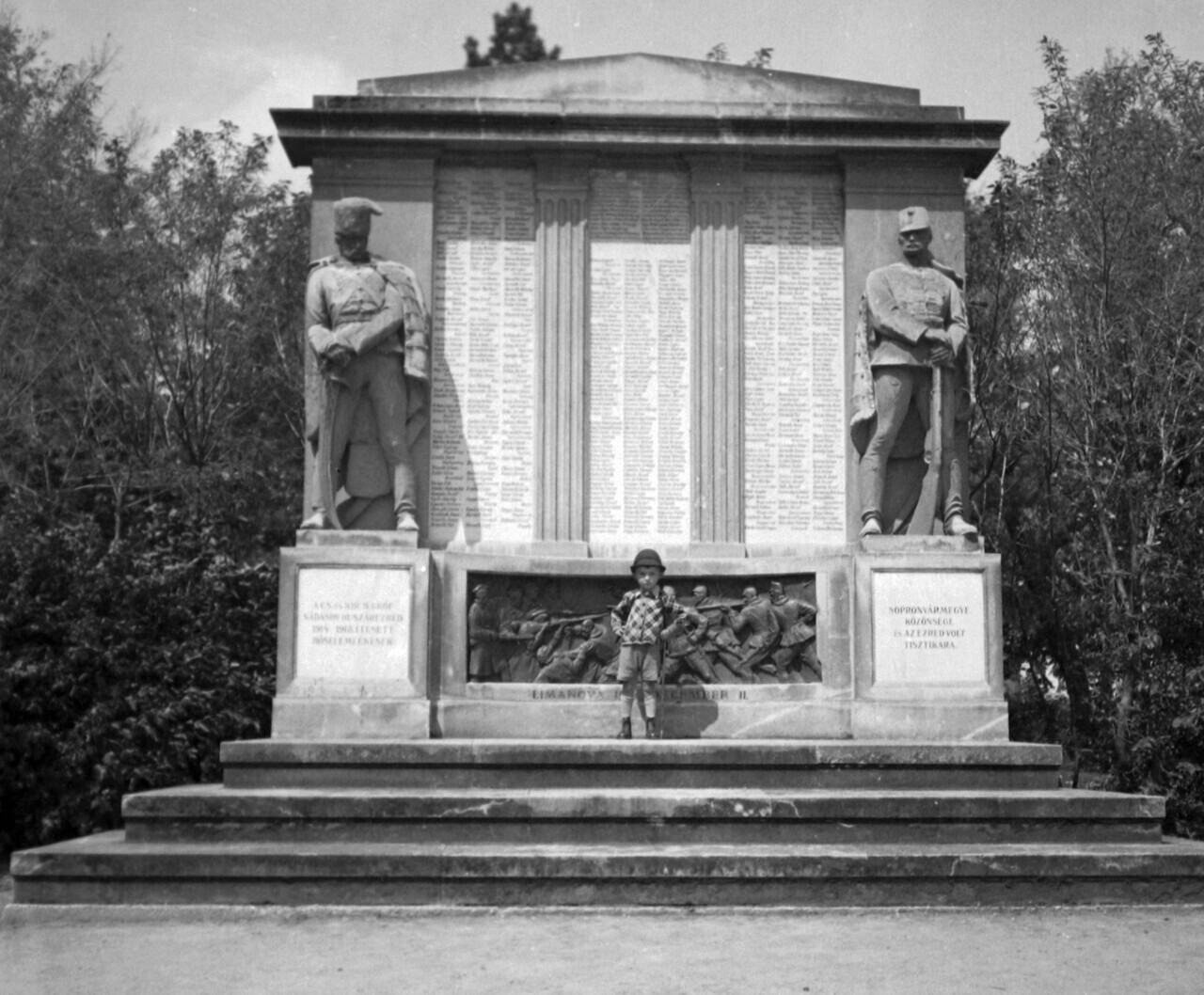 Royal and Emperor hussar monument