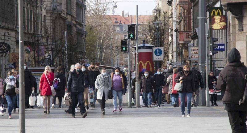 coronavirus_mask_hungary_street_budapest