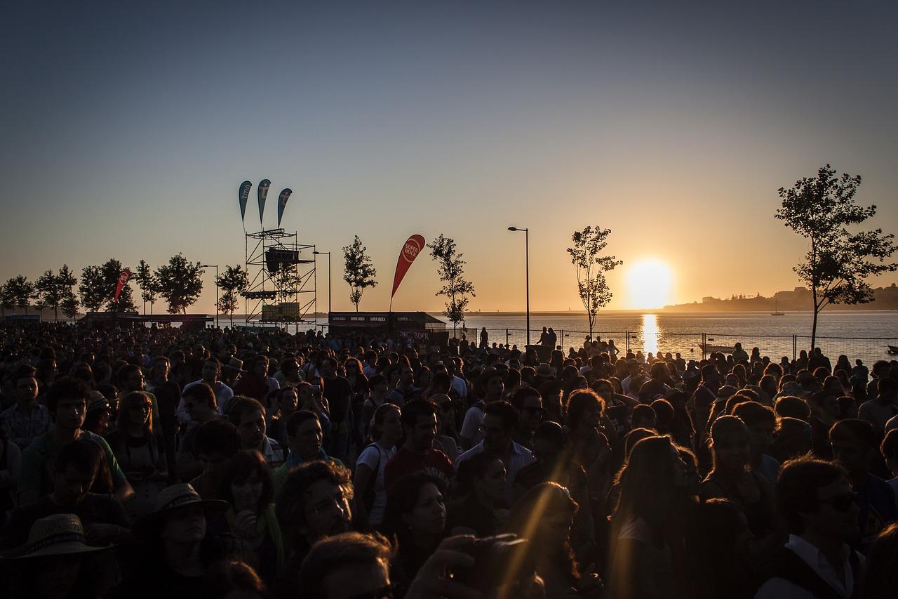 Crowd Party Festival