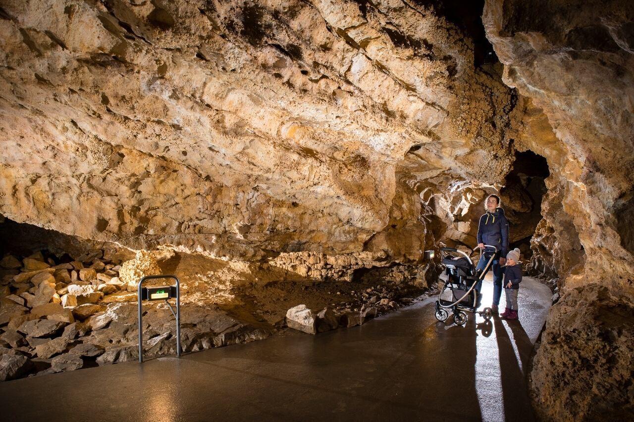 Szemlő-hegyi Cave stone formation 3